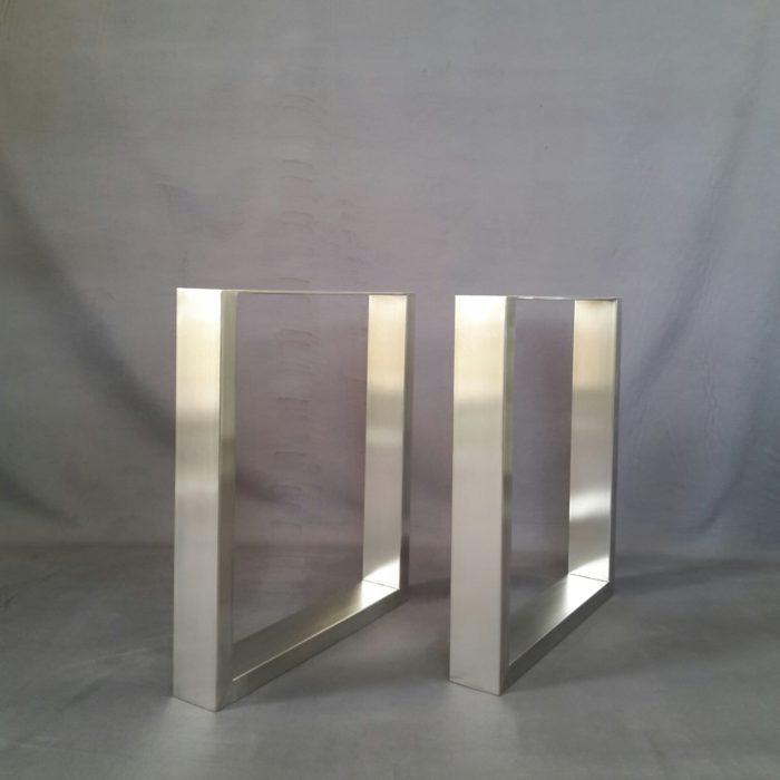 Tischkufen aus Profilmaterial